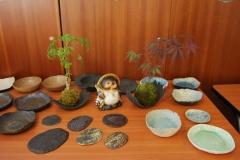 Le Tanuki à l'Ouest au milieu des céramiques d'Arnaud Roy